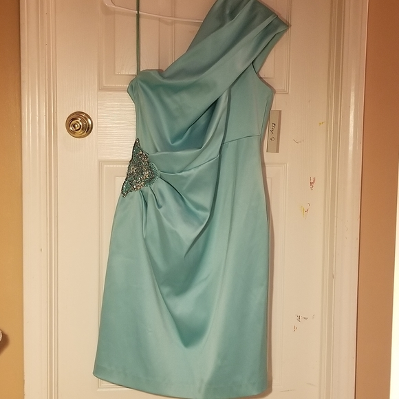Eliza J Dresses & Skirts - Light minty blue short formal one shoulder dress